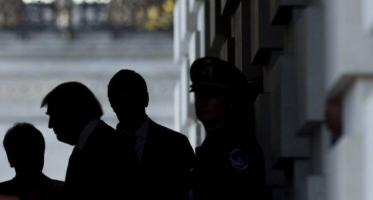 Trump sai do edifício do Capitólio, em 10 de novembro