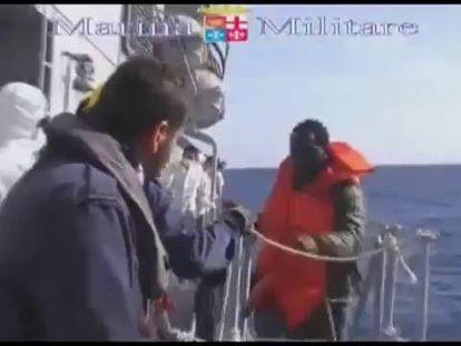 Resgate de imigrantes subsaarianos cerca de Lampedusa