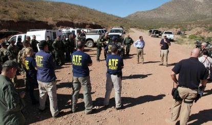 Agentes da Agência de Álcool,Tabaco, Armas e Explosivos estadunidense.