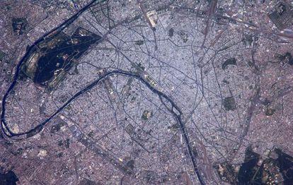 Panorâmica de Paris realizada pelo astronauta Alexander Gerst.