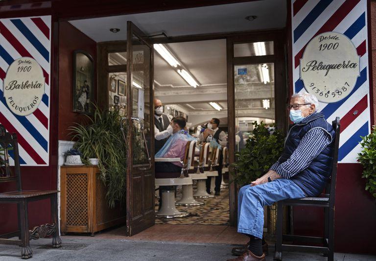 Os salões de cabeleireiros contêm informações relevantes sobre a dieta humana.