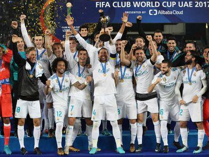 Real Madrid ergue o troféu do Mundial de Clubes