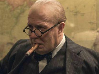 Gary Oldman se transforma no estadista britânico para o thriller 'O Destino de uma Nação'