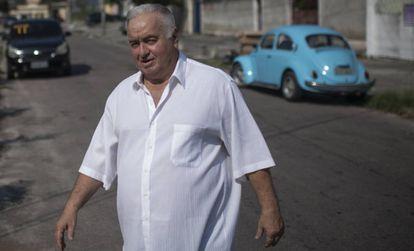 Jerominho caminha pelas ruas de Campo Grande
