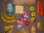 El paquete con comida para cinco días que subió a las redes sociales una madre del Reino Unido