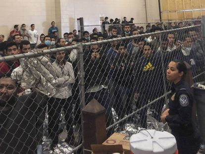 Centro de detenção em McAllen, Texas.
