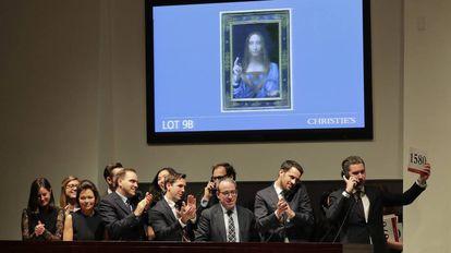 Momento em que se conclui o leilão da obra de Leonardo da Vinci
