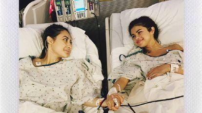 Selena Gomez ao lado da amiga que lhe doou um rim, em foto divulgada no Instagram.