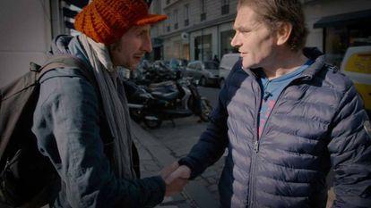 Roughol se encontra com outro indigente nas ruas de Paris.