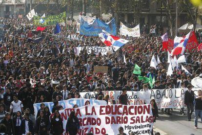 Estudantes manifestam-se pela educação no Chile.