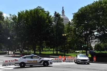 Polícia bloqueia região do Congresso dos Estados Unidos devido a ameaça de bomba, nesta quinta-feira em Washington.