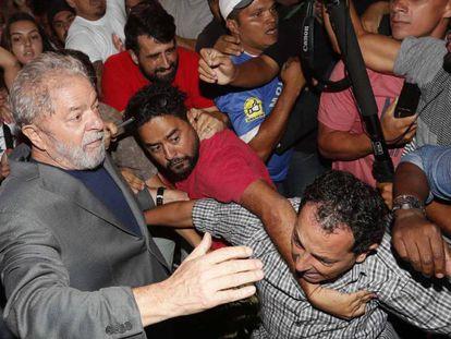 O ex-presidente Lula a sua saída do sindicato.