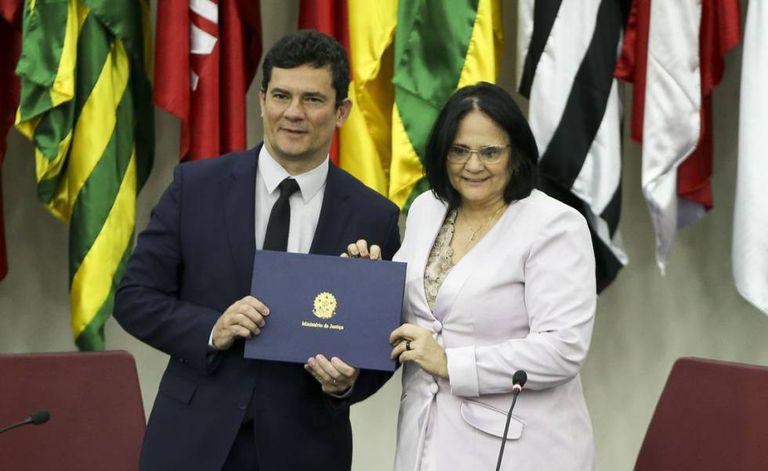 O ministro de Justiça, Sergio Moro, e a ministra de Estado da Mulher, da Família e dos Direitos Humanos, Damares Alves.