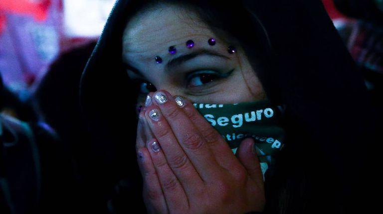 Defensora do aborto legal na manifestação de 8 de agosto em Buenos Aires