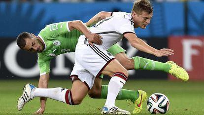 Kroos luta pela bola na partida contra a Argélia nas oitavas.