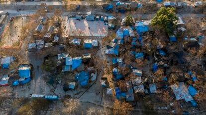 Vista aérea do acampamento às margens do Rio Bravo.