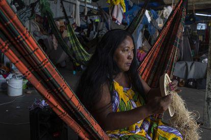 Teolinda Moralera no abrigo Janokoida, onde refugiados venezuelanos indígenas da etnia Warao vivem.