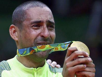 Serginho comemora o ouro no Rio.