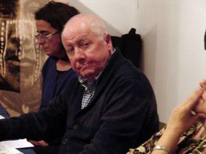 Julio Schindler durante o lançamento do livro em Santiago.
