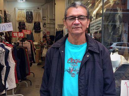 O motorista Genivaldo fez bico como vendedor na greve.