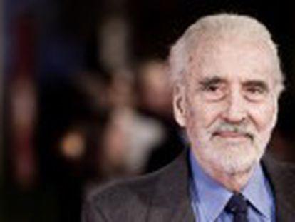 Artista britânico, célebre por seu papel do grande vampiro, faleceu por problemas respiratórios. Tinha 93 anos