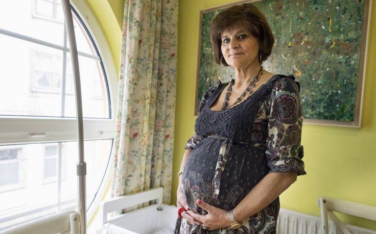 A médica espanhola Lina Álvarez, grávida aos 62 anos.
