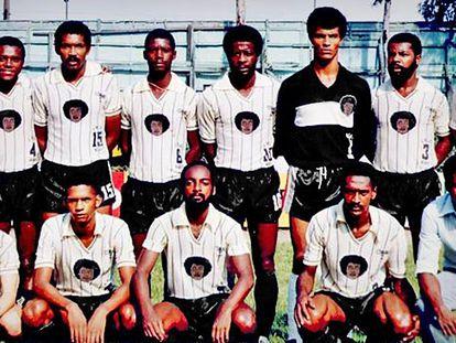 Formação do Negritude FC no primeiro Desafio ao Galo, em 1986.