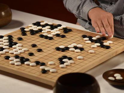 Uma das partidas entre o campeão Fan Hui e o programa 'AlphaGo'.
