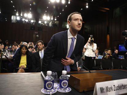 """Mark Zuckerberg, fundador do Facebook, depõe no Senado dos EUA em 10 de abril de 2018 sobre o vazamento de dados no caso Cambridge Analytica. """"Foi um erro meu, e lamento"""", disse ele."""