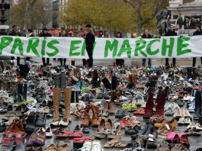 Instalação simbólica de 22.000 pares de sapatos em Paris em representação dos manifestantes da marcha anulada.