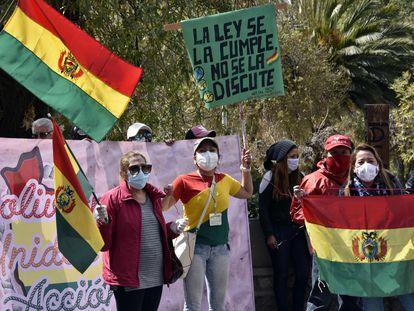 Ativistas protestam em frente ao Tribunal Supremo Eleitoral (TSE) na quinta-feira passada.