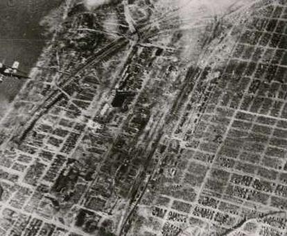 'No Frente do Leste', fotografia aérea de Stalingrado feita pela Companhia de Propaganda alemã (PK).