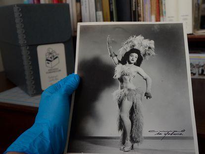 Fotografia do transformista Bobby de Castro feita por Armand, um famoso fotógrafo, é uma das peças do arquivo CubaneCuir.