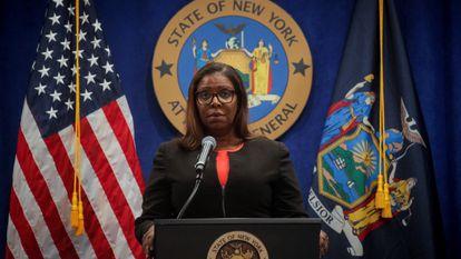 A procuradora-geral de Nova York, Letitia James, em entrevista coletiva nesta quinta-feira.