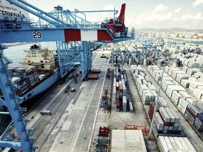 Terminal de cargas no porto de Algeciras, Espanha.