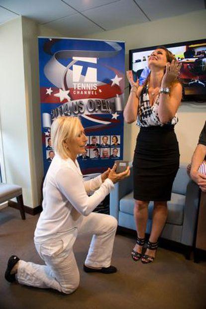 O pedido de casamento de Navratilova à noiva.