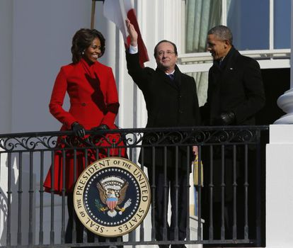 Francois Hollande entre Michelle e Barack Obama, na Casa Branca.