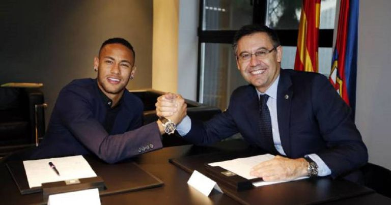 Neymar e Bartomeu no dia da renovação do contrato do jogador até 2021.