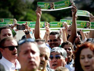 Apoiadores de Bolsonaro, no dia 16, em frente ao hospital Albert Einstein, onde ele está internado após ser esfaqueado.