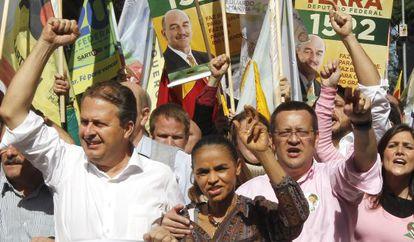 Beto Albuquerque (à direita) em um ato de campanha em julho.