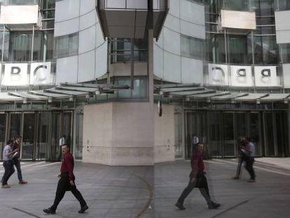 Entrada da sede principal da BBC.