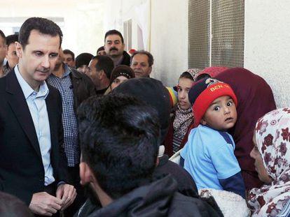 Bachar al-Assad reaparece em Adra, na quarta-feira.