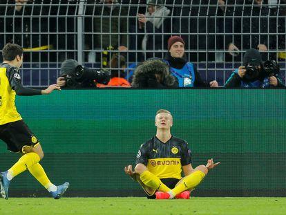 Haaland comemora o gol do Borussia Dortmund com Reyna.