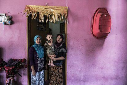Famílias rohingyas presentes há duas ou três gerações na Malásia vivem como imigrantes ilegais, sem direito a educação, saúde, trabalho e outros serviços básicos.