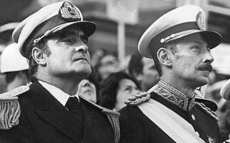 O ditador argentino Jorge Videla (à direita) e o militar Emilio Massera.