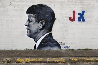 Imagem de Kennedy pintada num muro de Dallas.