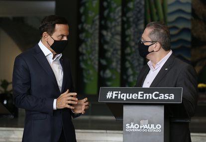 João Doria, governador de São Paulo, e Jean Gorinchteyn, secretário de Saúde, em coletiva no Palácio dos Bandeirantes.