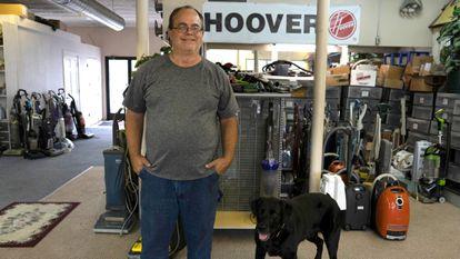 Brian Titus, proprietário da loja Vac Shack em Grand Rapids, Michigan.