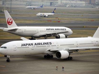 Dois Boeings 777 da Japan Airlines, no aeroporto Haneda, de Tóquio, em 2014.