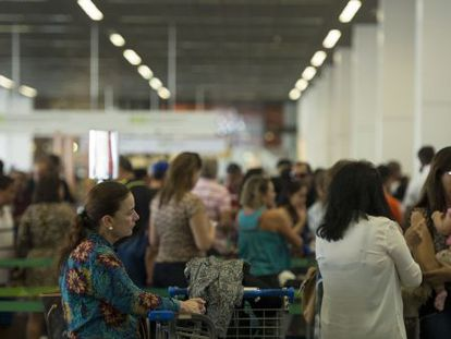 Movimento no aeroporto de Brasília no feriado de 12 de outubro.